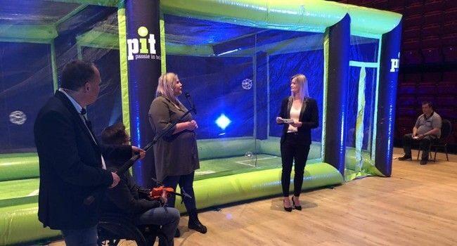 Harma Oosting in gesprek met Alidston Munting van PIT, Francois Coppens van UAVplus en Esmee Wolvenne van JBInflatables. Rolf-Ahlers bestu