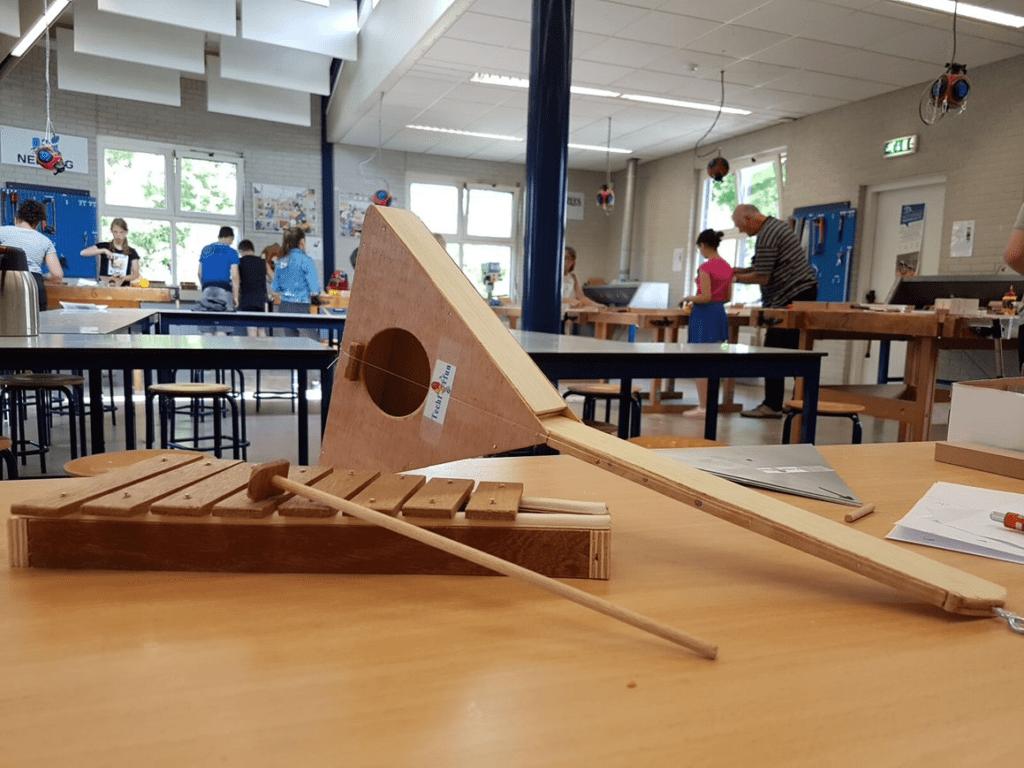 houten balalaika en xylofoon